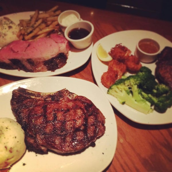 Photo taken at Outback Steakhouse by Tea Linwei S. on 7/3/2015
