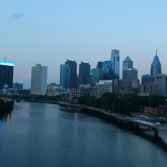 Photo taken at South Street Bridge by Shih-Han C. on 7/27/2014