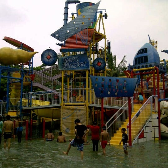 Photo taken at Waterbom Jakarta by Inkris P. on 1/12/2013