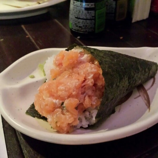 Photo taken at Lins Sushi by Alexandre R. on 1/20/2014