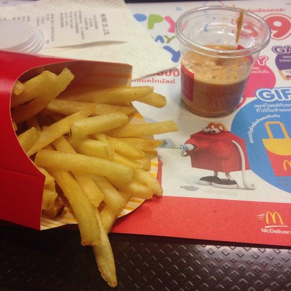 Photo taken at McDonald's by nuuunee 🌻 on 7/25/2016