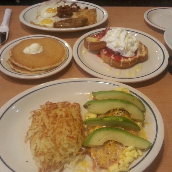 Photo taken at IHOP by Yau C. on 4/20/2015