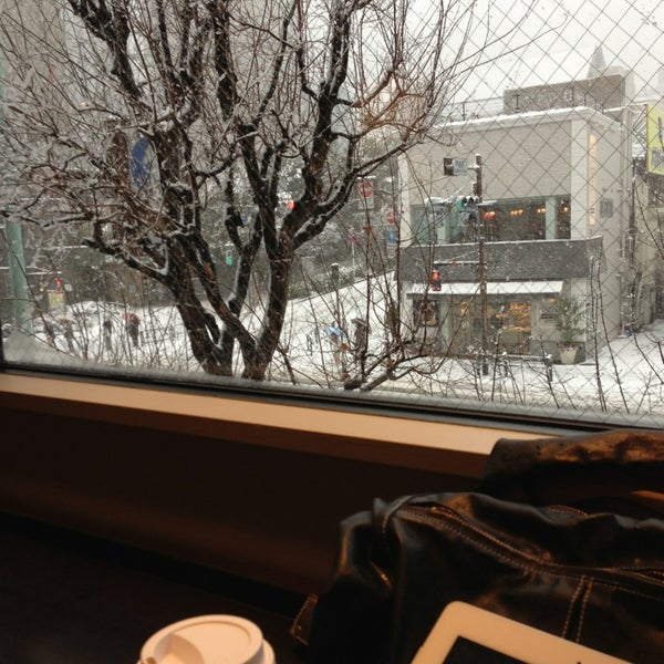 Photo taken at Starbucks Coffee 神楽坂下店 by June 7. on 1/14/2013