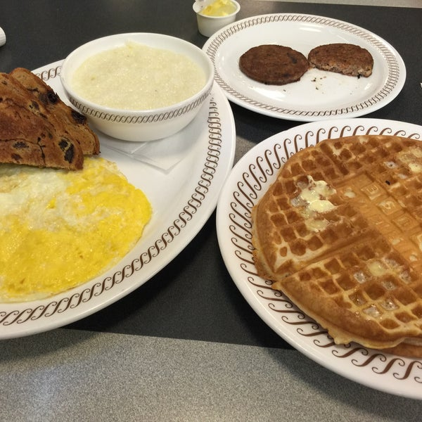 Photo taken at Waffle House by Steven L. on 2/25/2015