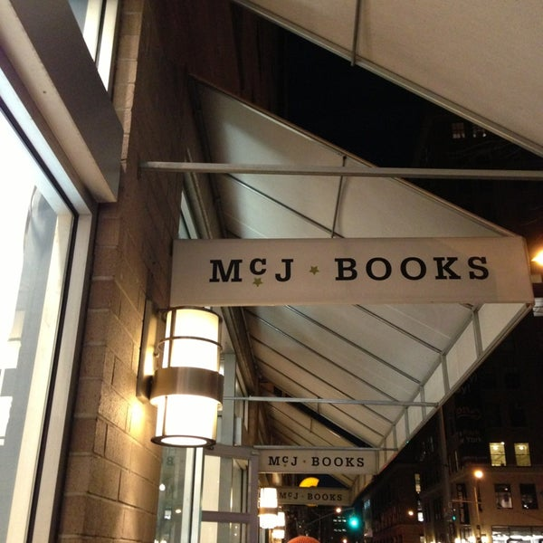 Photo taken at McNally Jackson Books by HAN ⭐. on 12/29/2012