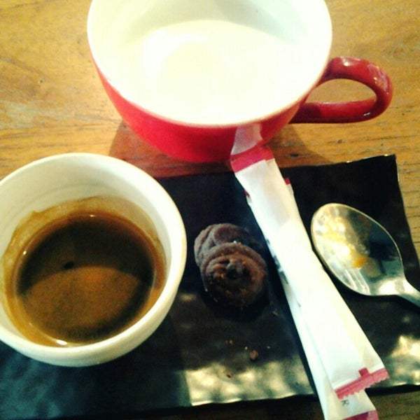 Photo taken at JAVA BEAN Coffee & Resto by Jeffy H. on 3/9/2014