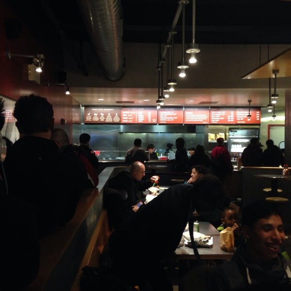 Photo taken at Chipotle Mexican Grill by Billy R. on 3/29/2014