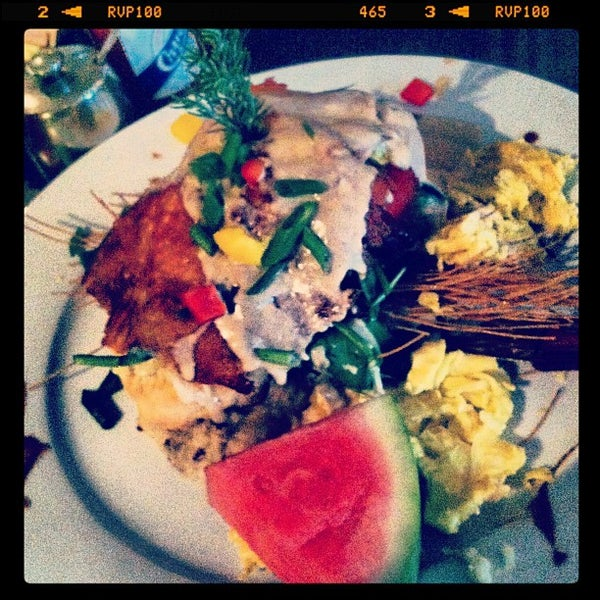 Photo taken at Hash House a Go Go by charlie p. on 12/7/2012