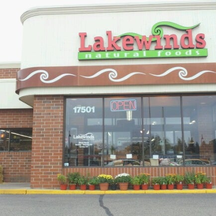 Photo taken at Lakewinds Natural Foods by Ole K. on 10/14/2012
