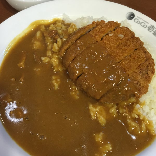 Photo taken at CoCo壱番屋 渋谷区宇田川町店 by shinya on 9/12/2015