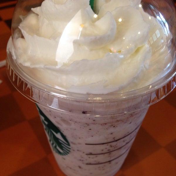 Photo taken at Starbucks (สตาร์บัคส์) by kam K. on 2/13/2015