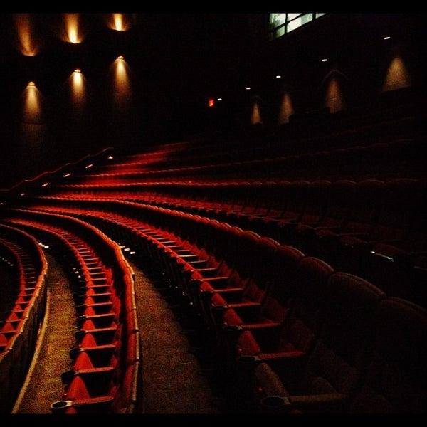Снимок сделан в AMC Loews Lincoln Square 13 пользователем David O. 10/5/2012