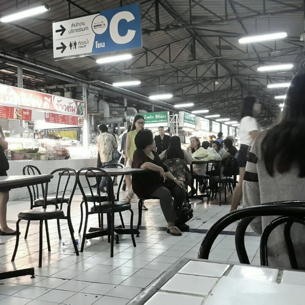 Photo taken at Food Center (ศูนย์อาหารเมืองทองธานี) by Dusit D. on 1/6/2015