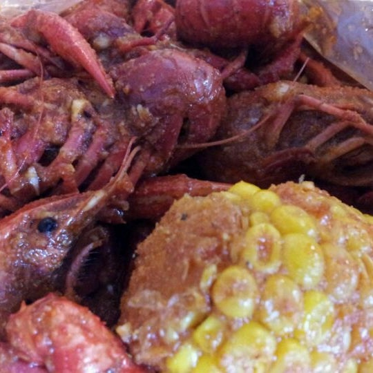 Photo taken at Hot N Juicy Crawfish by Mary on 5/28/2012