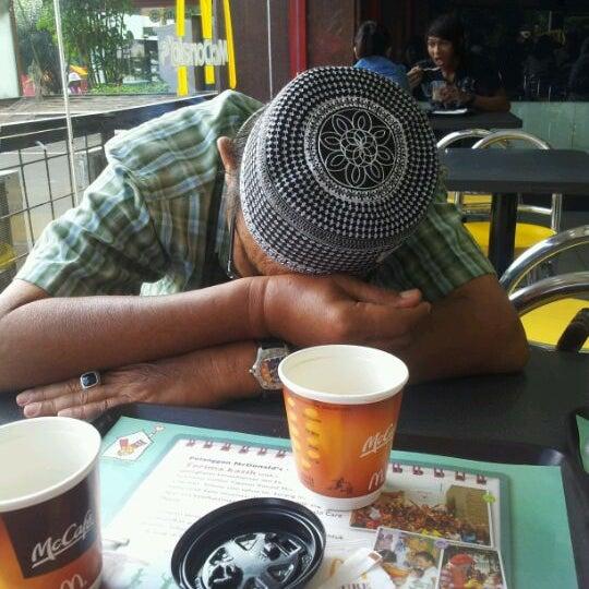 Photo taken at Pusat Grosir Jembatan Merah Plasa (JMP) by Norazman A. on 2/25/2012