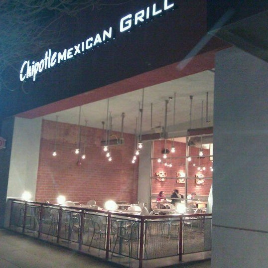 Photo taken at Chipotle Mexican Grill by Ernie R. on 1/18/2011
