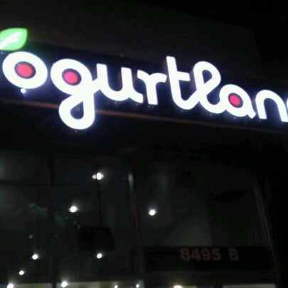 Photo taken at Yogurtland by Djeter on 1/2/2012