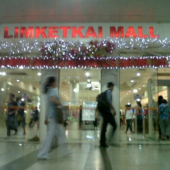 Photo taken at Limketkai Center by Arjey Cire Y. on 1/2/2012