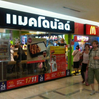 Photo taken at McDonald's (แมคโดนัลด์) by CieMen on 12/11/2011