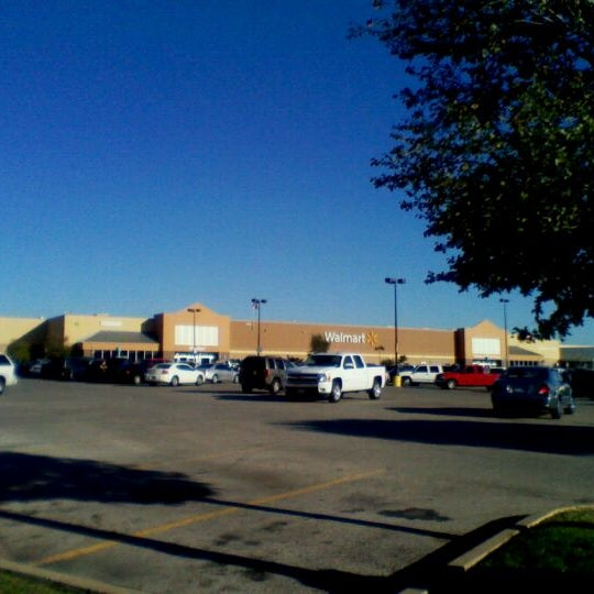 Photo taken at Walmart Supercenter by Dion W. on 10/19/2011