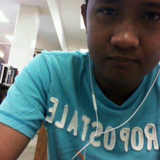 Photo taken at McCully-Mōʻiliʻili Public Library by Rob C. on 6/21/2012