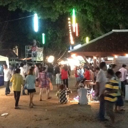 Photo taken at วัดสว่างอารมณ์ by Myname K. on 4/4/2012
