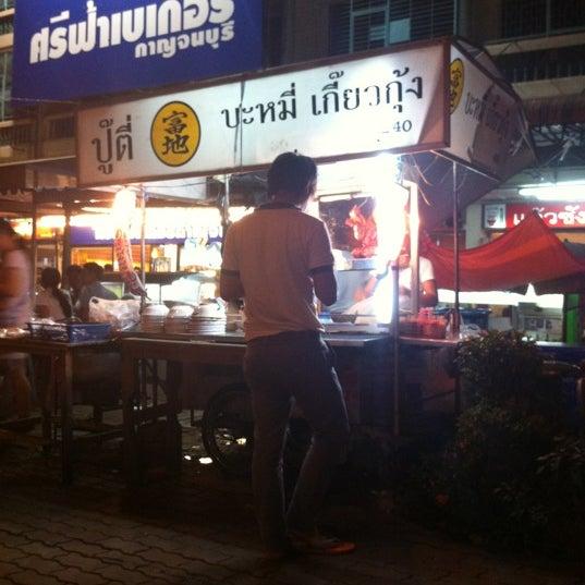 Photo taken at หน้า ม.มหิดล ศาลายา by PaLM::OrNwaTsa on 8/23/2012