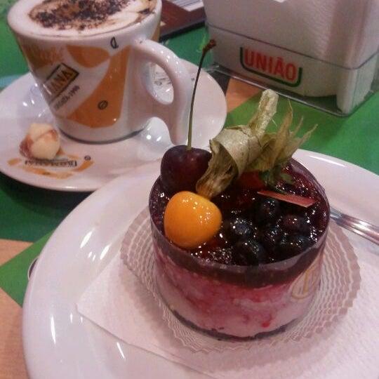 Photo taken at Confeitaria Romana by Gislaine B. on 12/18/2011