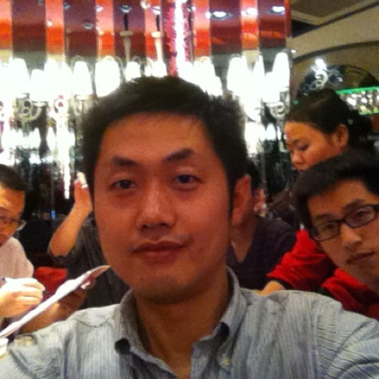 Photo taken at Hai Di Lao by Roober Z. on 11/4/2011