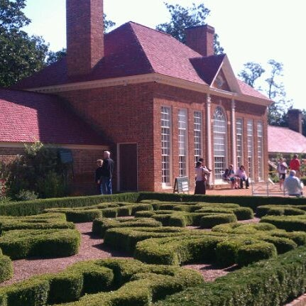 Photo taken at George Washington's Mount Vernon Estate, Museum & Gardens by Chamila U. on 10/8/2011