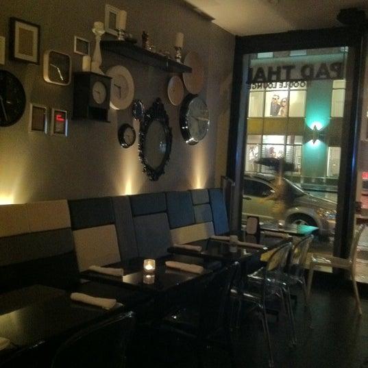 Pad thai noodle lounge dress code for Aura thai fusion cuisine new york ny