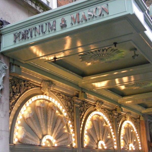 F&M est aussi l'inventeur du panier pique-nique qui est aujourd'hui encore sa signature. Ces paniers se vendent de 40£ à 5000£...