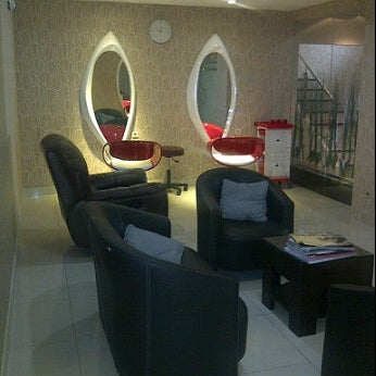 Photo taken at LUXE Salon by Firman S. on 5/15/2012