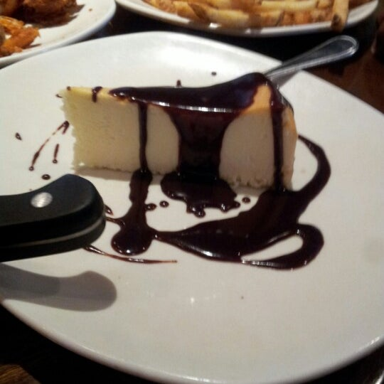 Photo taken at Outback Steakhouse by Edward R. on 9/12/2012