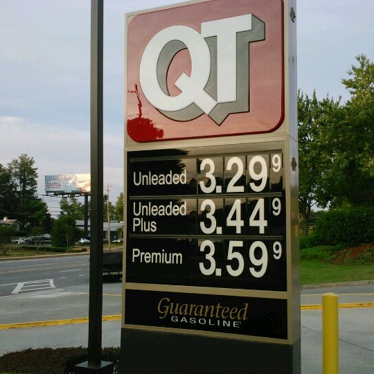 Photo taken at QuikTrip by L'Vaughn S. on 6/9/2012