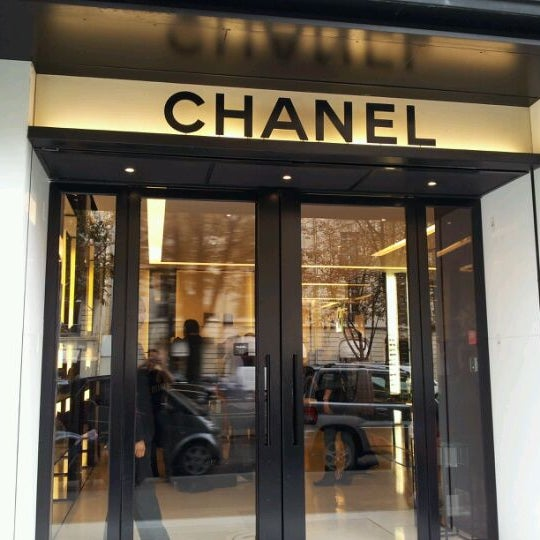 Chanel boutique boutique in champs lys es for Chanel locations in paris