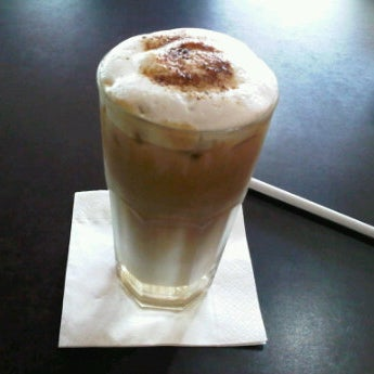 Photo taken at CoffeeBen's & Resto by Anggita R. on 11/26/2011
