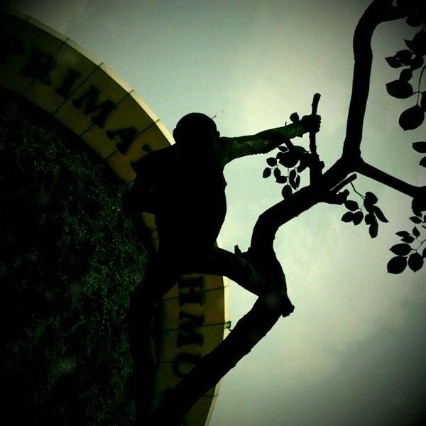 Photo taken at Kebun Binatang Ragunan by Aziz R. on 8/21/2011