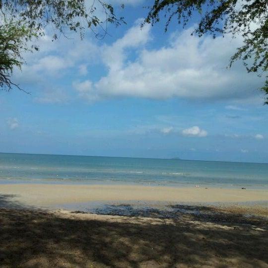 Photo taken at หาดทรายแก้ว (Sai Keaw Beach) by Karens N. on 4/22/2012