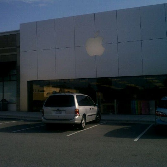 Photo taken at Apple Friendly Center by Marcus C. on 5/19/2011