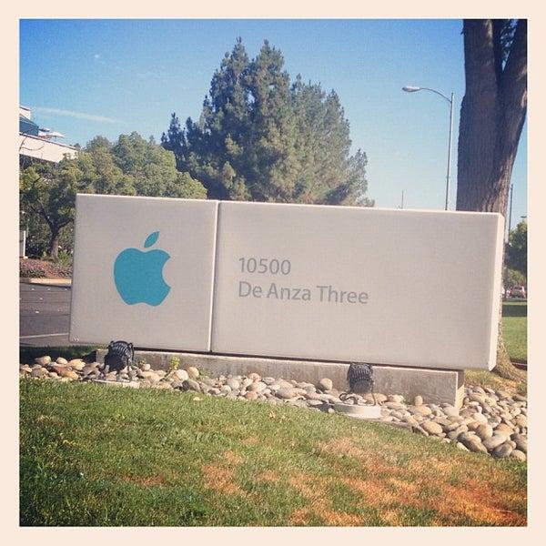 Photo taken at Apple Inc. by Timothée V. on 8/10/2012