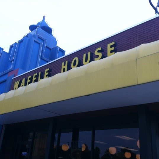 Photo taken at Waffle House by Josh H. on 10/15/2011