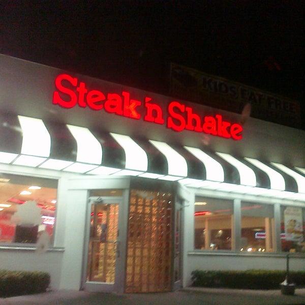 Photo taken at Steak 'n Shake by Lindsey K. on 10/17/2011