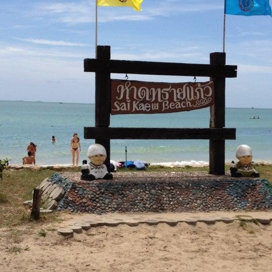 Photo taken at หาดทรายแก้ว (Sai Keaw Beach) by Helado on 7/28/2012