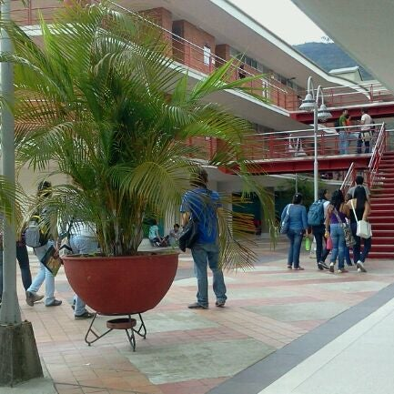 Photo taken at Universidad Pontificia Bolivariana - Seccional Bucaramanga by Marlon F. on 10/25/2011