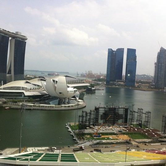 Photo taken at The Ritz-Carlton, Millenia Singapore by Olga K. on 8/16/2012