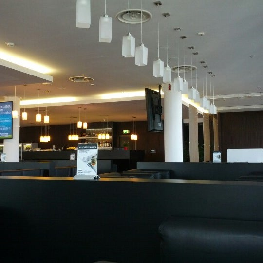 Executive lounge airport lounge in matarnia for Best airport lounge program