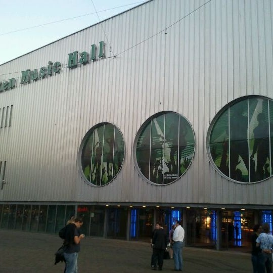 Photo taken at Heineken Music Hall by Tom B. on 9/29/2011