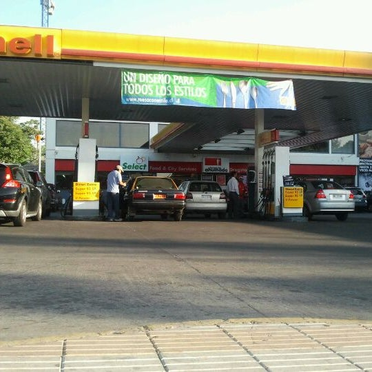 Photo taken at Shell by Baltii D. on 12/14/2011
