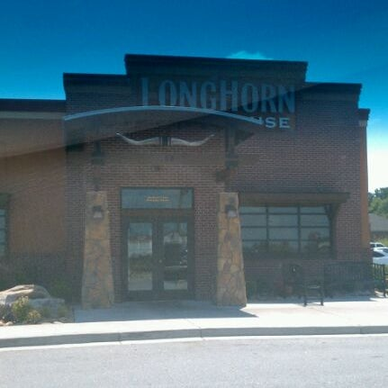 Photo taken at LongHorn Steakhouse by Larry K. on 8/25/2011